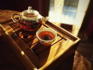 imbryk z herbatą