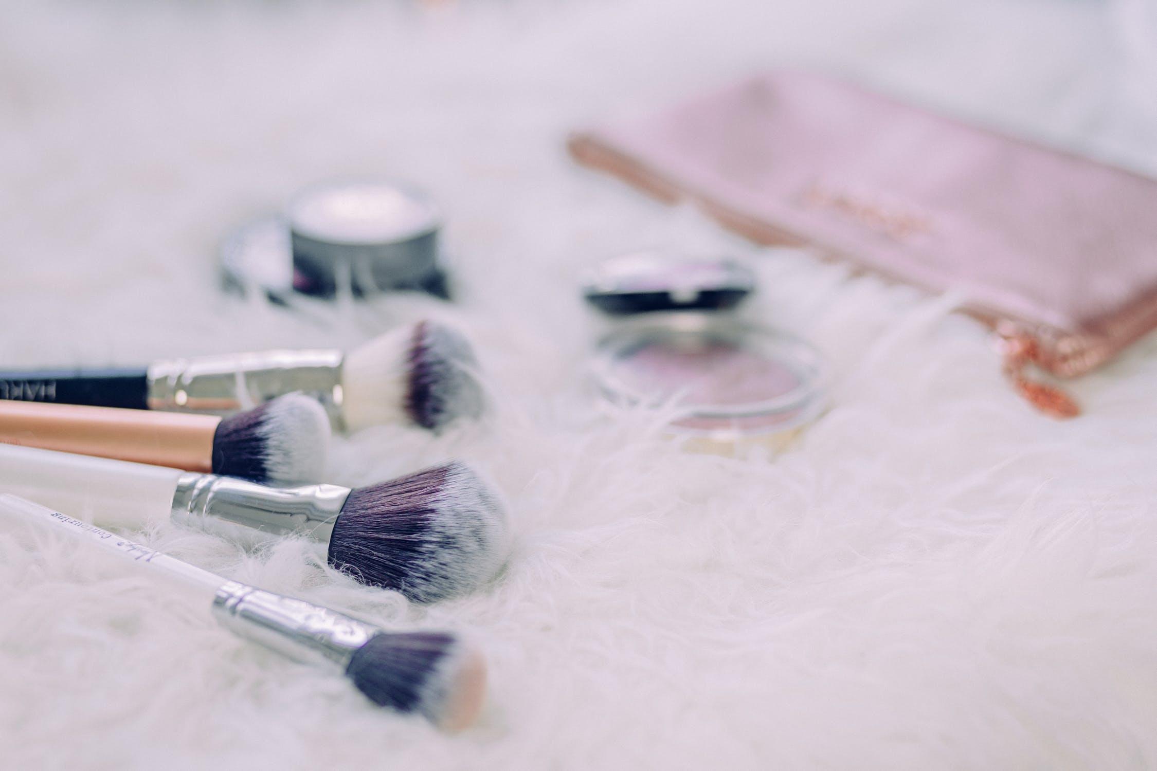 Naturalny makijaż - jak krok po kroku wykonać makijaż nude?