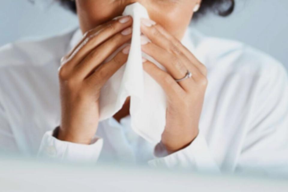 katar to jeden z objawów zapalenia górnych dróg oddechowych